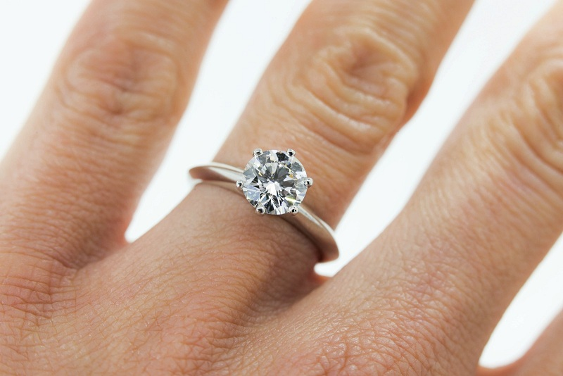 Why Should You Buy Platinum Engagement Rings?